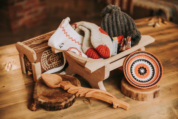 Obiecte facute manual de artizani locali